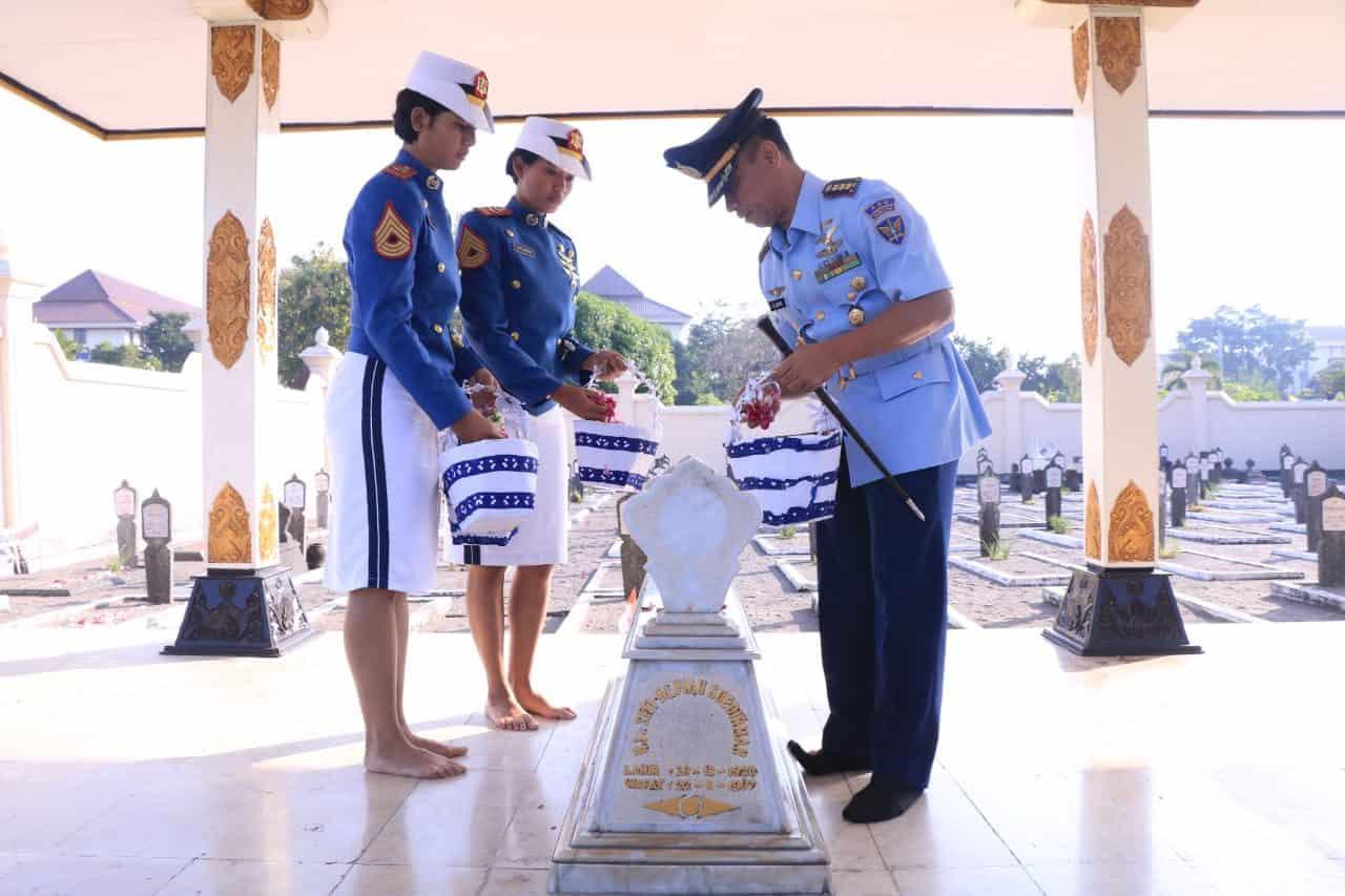 Antap Aau Dan Capaja Aau Melaksanakan Ziarah Ke Tmp Kusumanegara Sebagai Wujud Penghormatan Kepada Para Pahlawan
