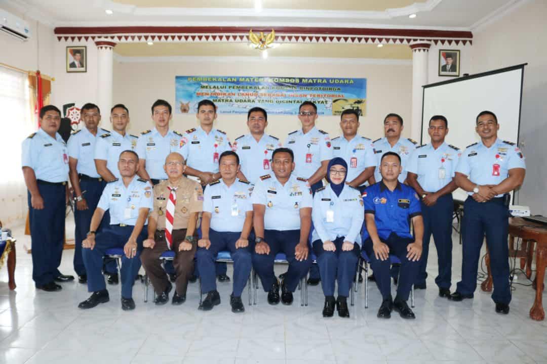 Ceramah Tentang Komsos dan Binpotdirga dari Dispotdirga AU di Lanud Pangeran M. Bun Yamin