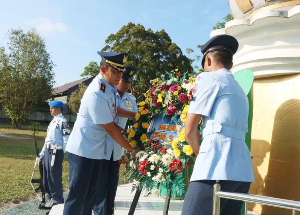 Komandan Lanud Pimpin Ziarah Rombongan Hari Bhakti Tni Au Ke-72