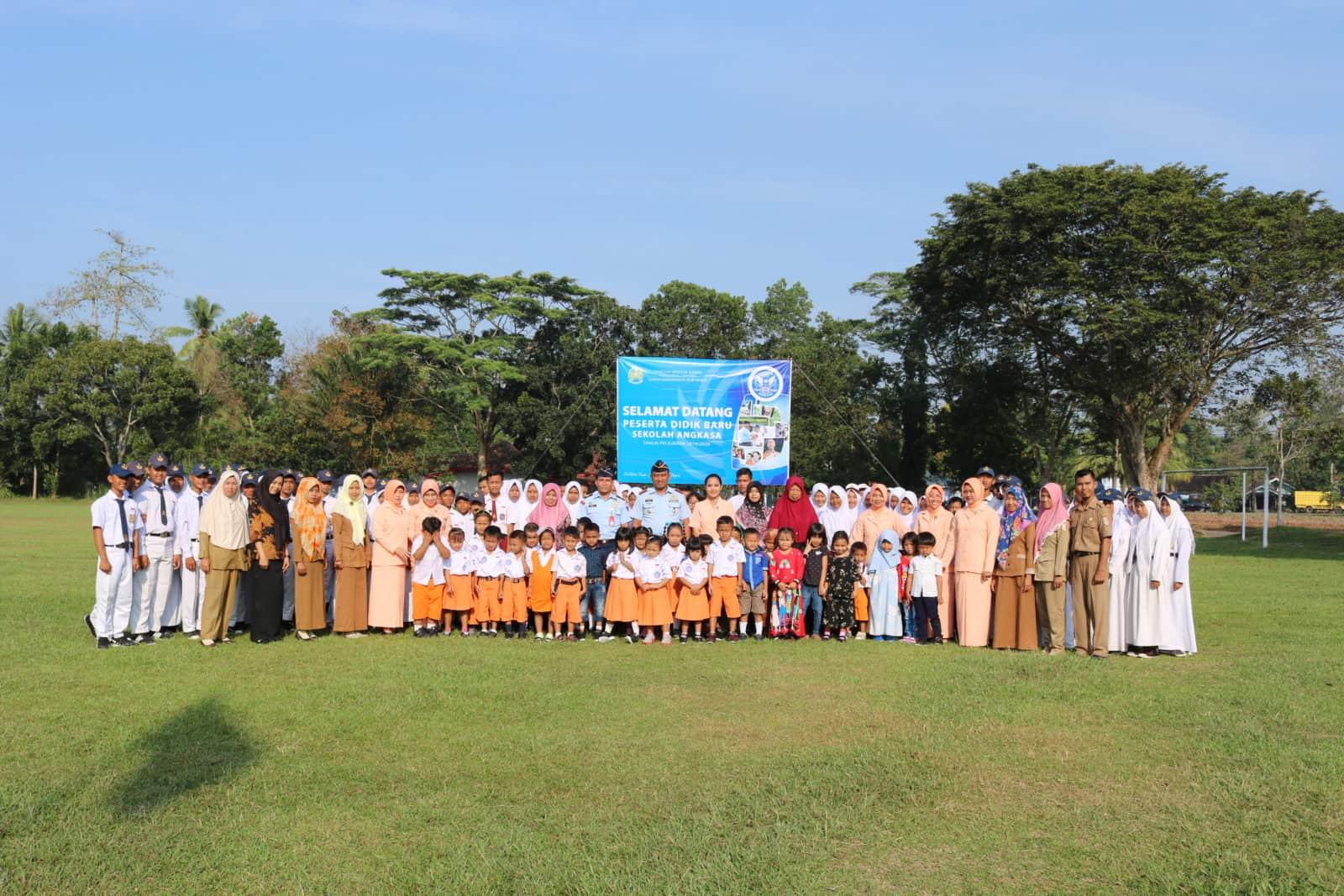 Upacara Penerimaan Siswa-Siswi Baru Serta MPLS TK dan SMP Angkasa Lanud Pangeran M. Bun Yamin
