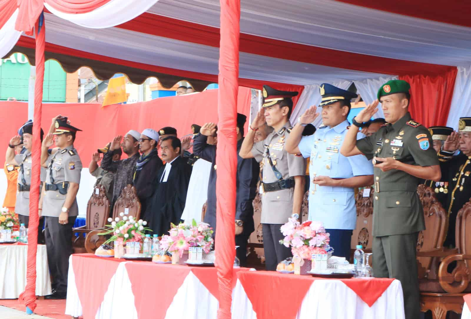 Komandan Lanud Iskandar Hadiri Upacara Tabur Bunga Hut Bhayangkara Ke-73