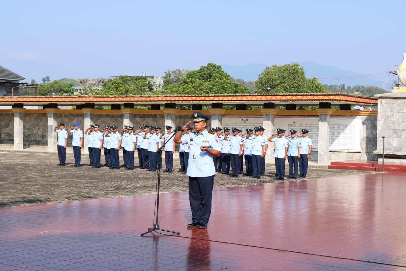 Danlanud Pangeran M. Bun Yamin bersama Jajaran Ziarah dan Tabur Bunga di TMP Bandar Lampung.