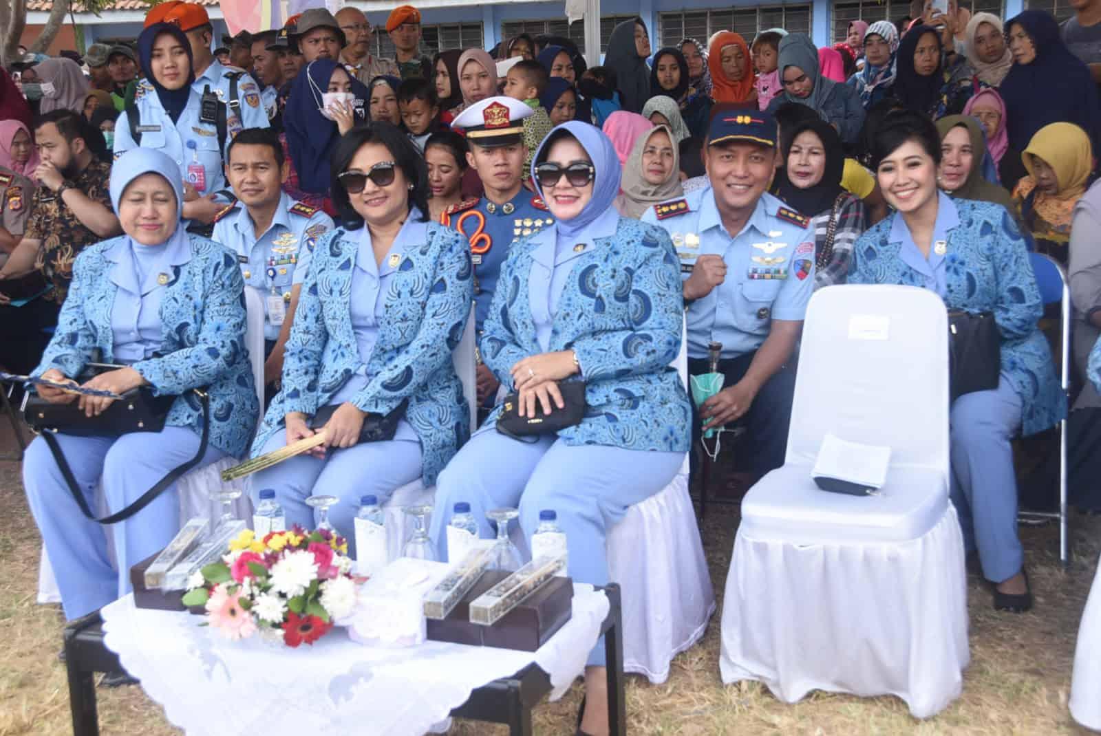 Komandan Lanud Wiriadinata Dan Ketua Pia Ardhya Garini Cabang 7/d.i Lanud Wiriadinata Menghadiri Acara Puncak Karya Bakti Tni Au 2019