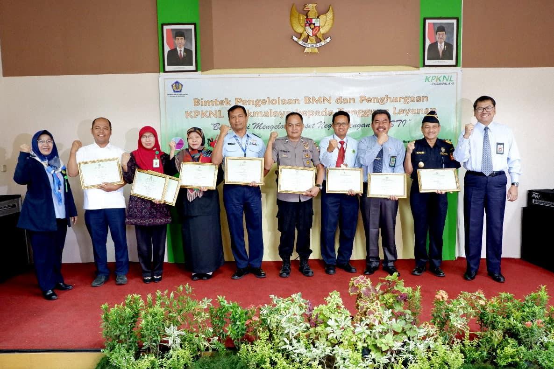 Lanud Wiriadinata Mendapatkan Piagam Penghargaan Dari Kpknl Tasikmalaya