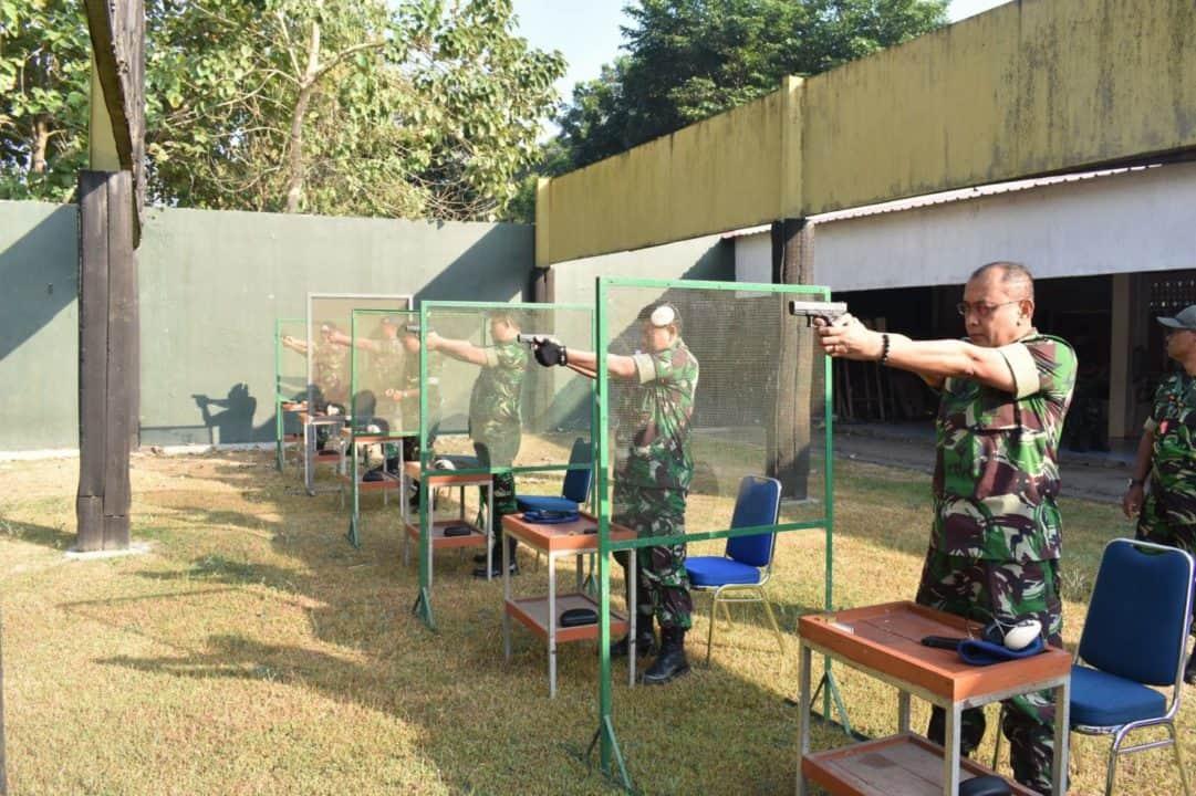 Personel Militer Aau Latihan Menembak