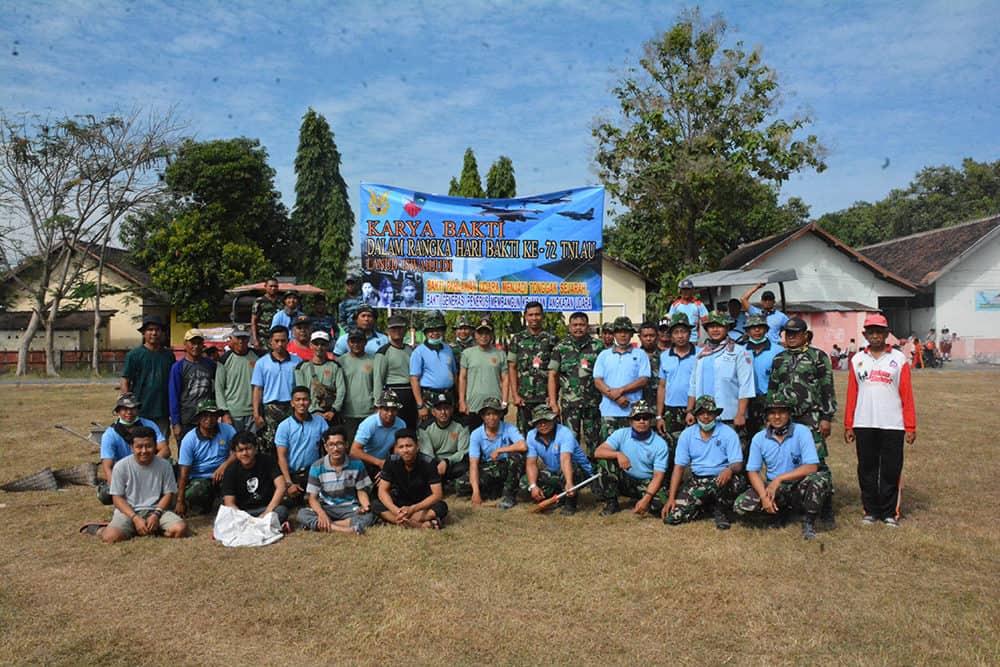 Karya Bakti, Lanud Iswahjudi Bantu Bongkar Puskesmas Pembantu Desa Kincang Wetan