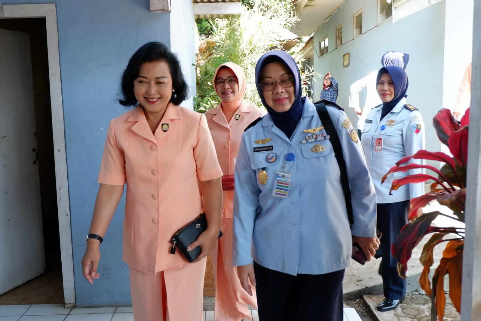 Dalam Rangka Hut Ke-56 Wara Bakorda Au Bandung Laksanakan Bakti Sosial Ke Slb Lanud Sulaiman