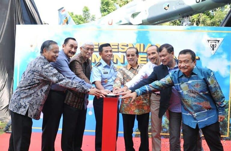 Pesawat F-5 Tiger TNI AU Berdiri Gagah di Taman Lalu Lintas Bandung