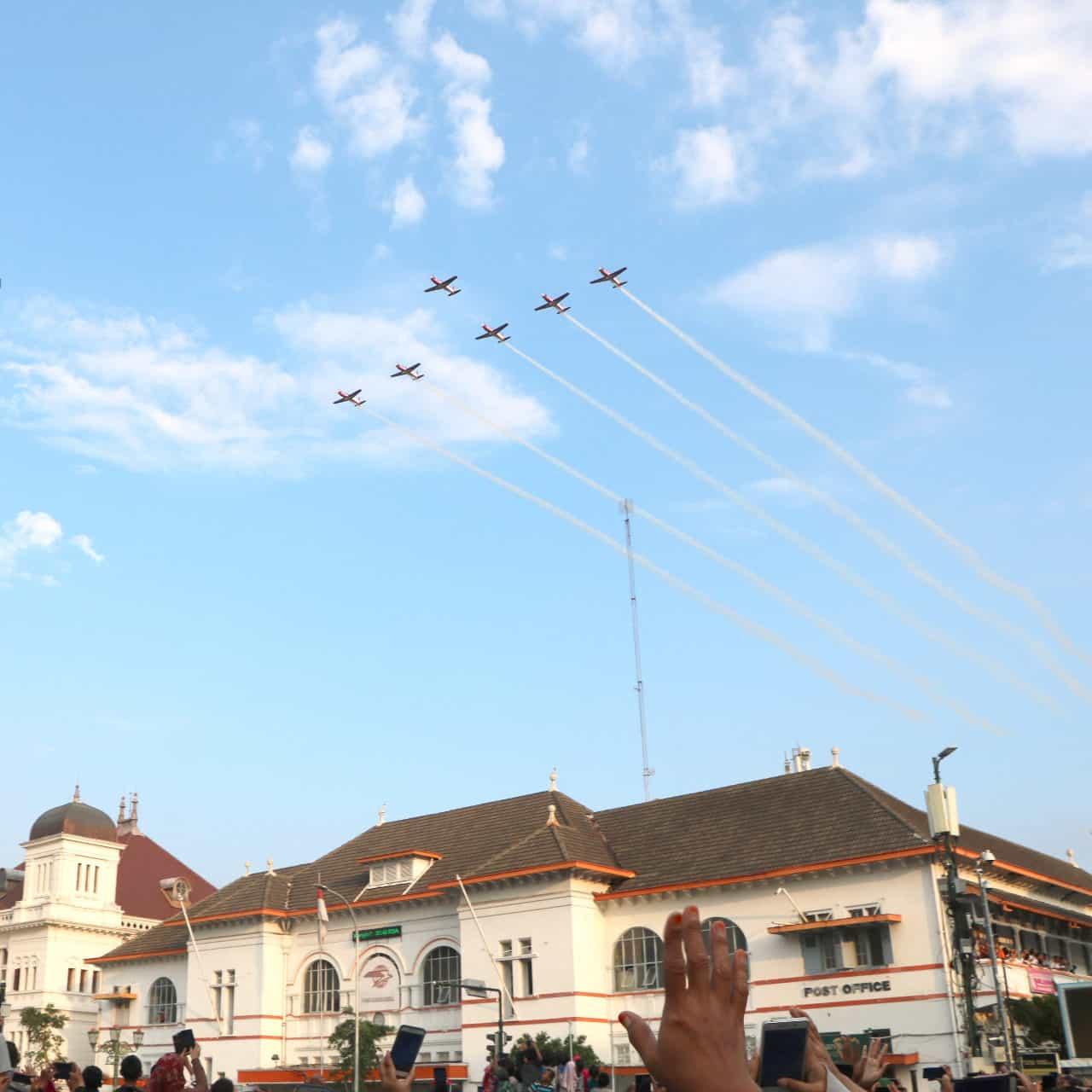 Jupiter Aerobatik Team Meriahkan Acara Kirab Capaja Aau Di Malioboro