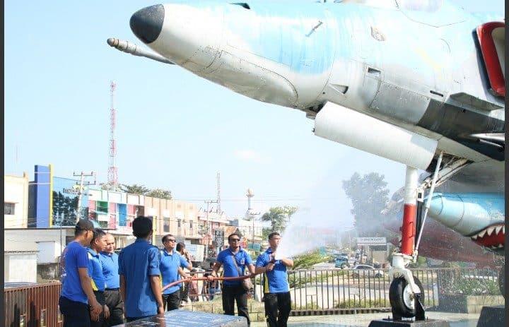 Lanud Haluoleo Karya Bakti Di Monumen Pesawat A-4e Skyhawk