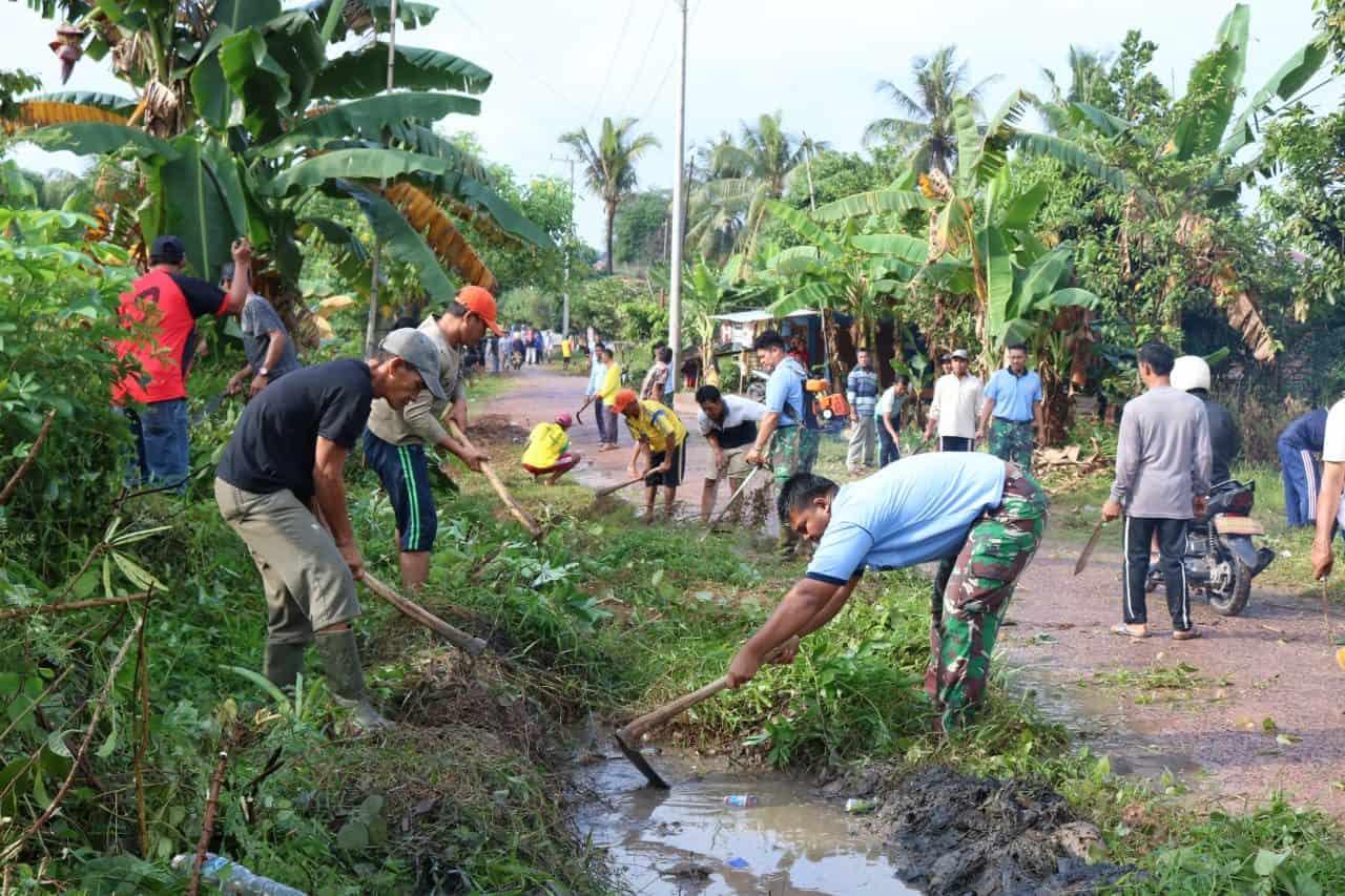 Kerja Bakti Bersama Wujud Kemanunggalan Tni Dan Rakyat