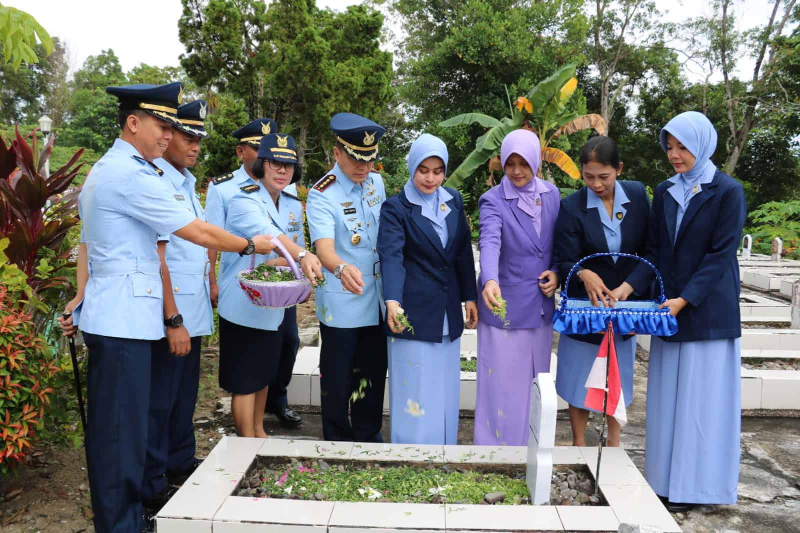 Ziarah Hari Bhakti TNI AU ke-72 di Lanud Dhomber