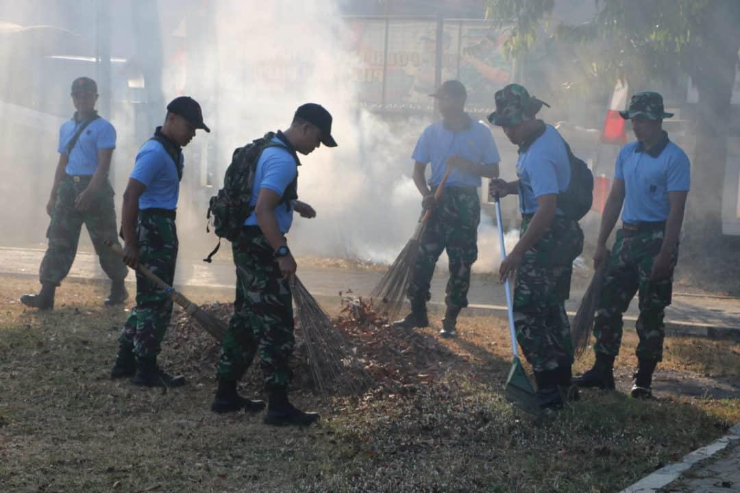 Peringati Hari Bakti Tni Au Warga Wingdiktek Bersama Masyarakat Bersihkan Alun-alun Kalijati