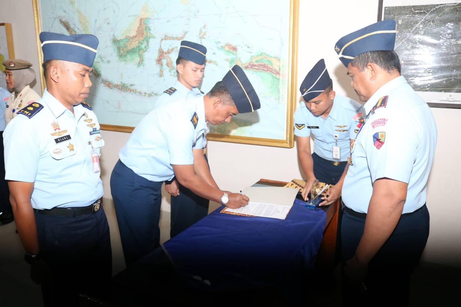 Penandatangan Pakta Integritas Rekrutmen Casis Bintara Pk Tahun 2019 Di Lanud Haluoleo