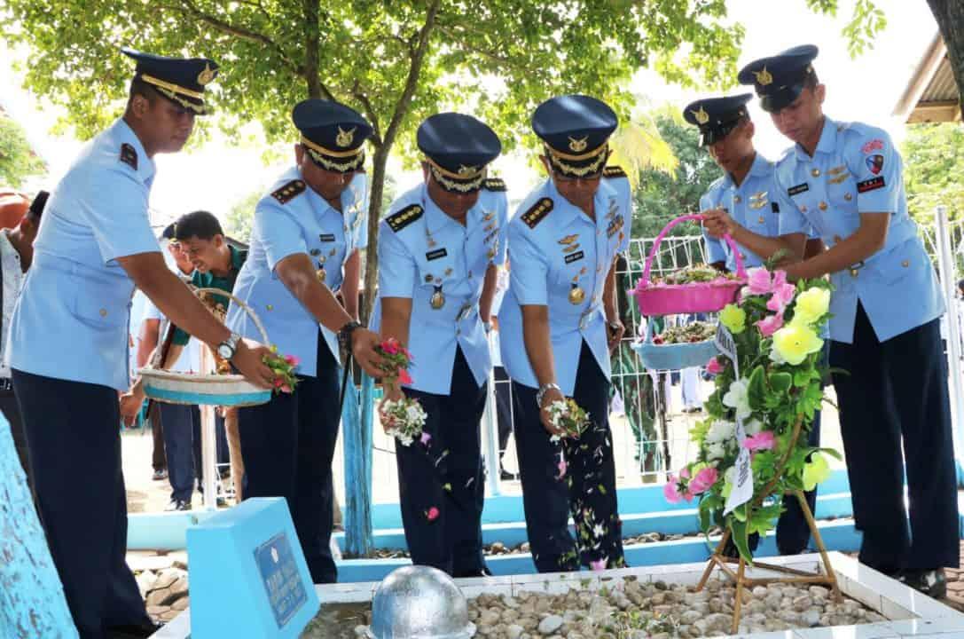 Tni Au Se-aceh Ziarah Makam Pahlawan Jelang Hari Bakti Tni Au Ke-72
