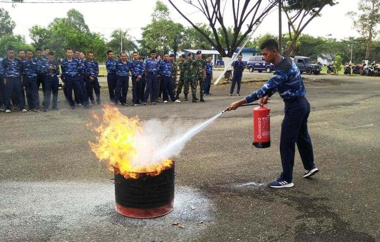 Latihan Penanggulangan Kebakaran Di Lanud Sim