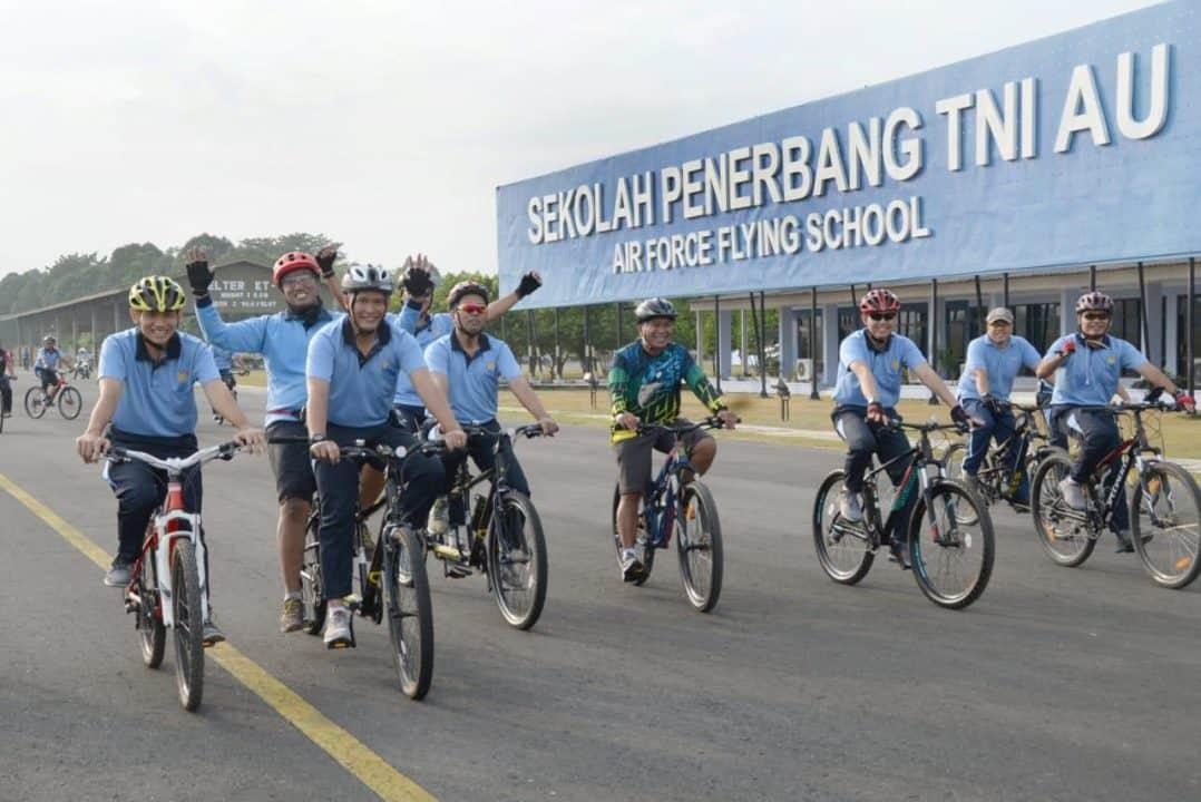 Danlanud Adisutjipto Beserta Para Perwira Laksanakan Sepeda Santai