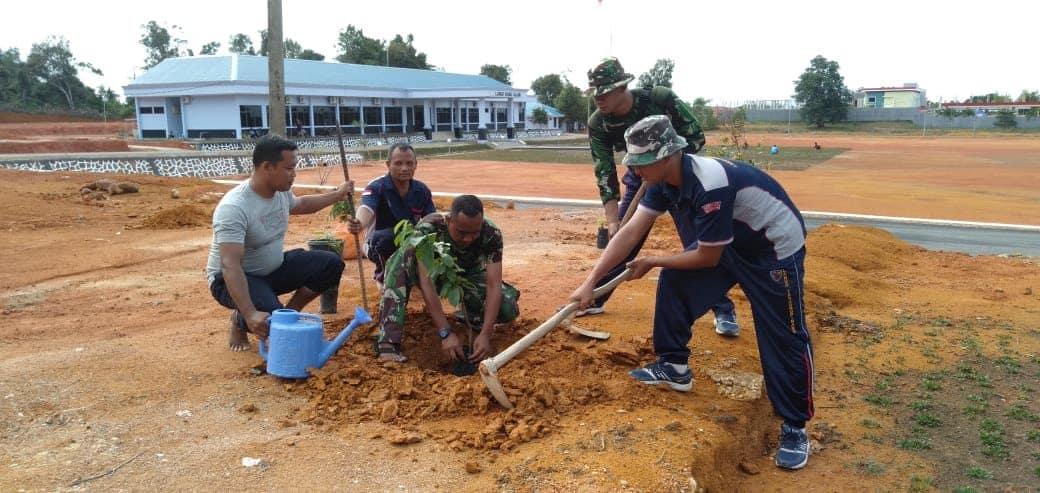 Prajurit Lanud Rhf Dukung Kegiatan Penanaman Pohon Di Lanud Hang Nadim Batam