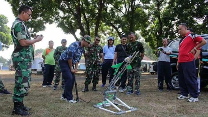 Team Cosmic Mts Muhammadiyah 07 Purbalingga Latihan Roket Air Di Lanud J.b. Soedirman