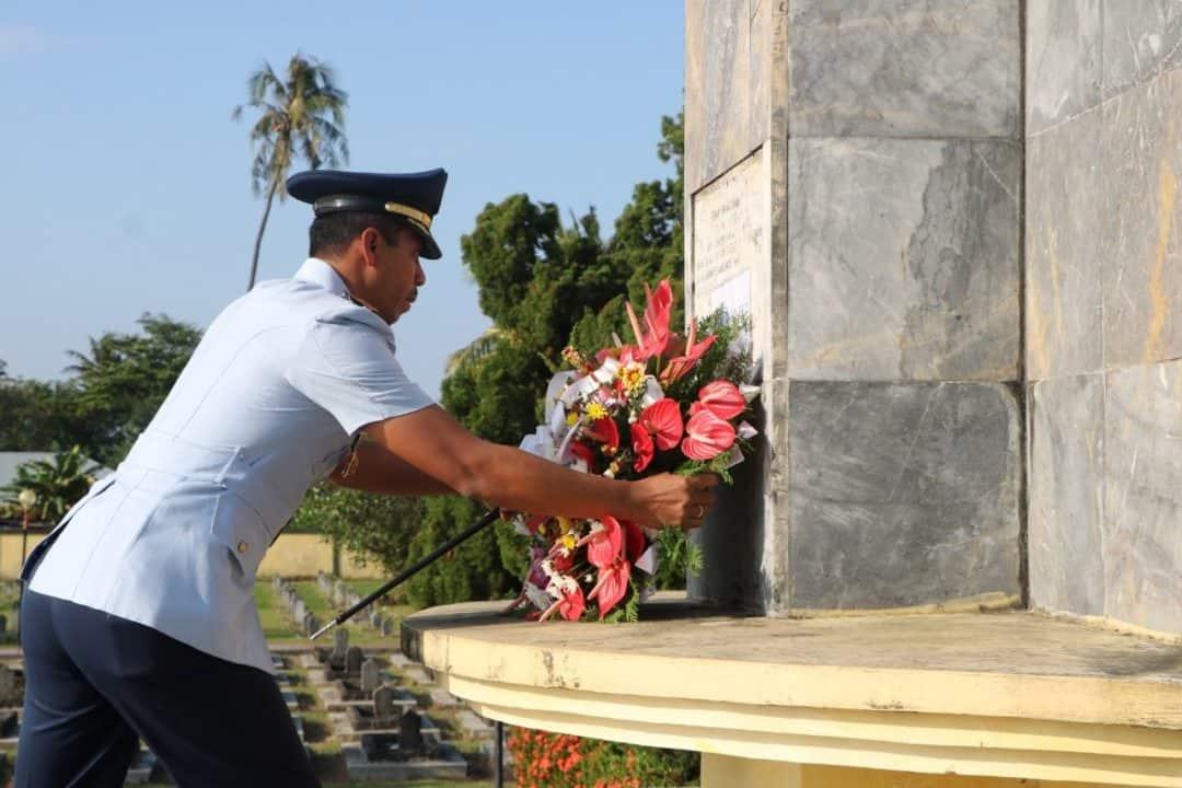 Komandan Lanud ( Danlanud) Sutan Sjahrir Pimpin Ziarah Rombongan Di Tmp Kusuma Negara Kota Padang