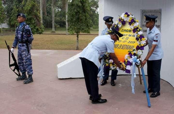 Personel Lanud J.b. Soedirman Melaksanakan Ziarah Di Tmp Purbosaroyo Dalam Rangka Memperingati Hari Bakti Tni Angkatan Udara Ke-72