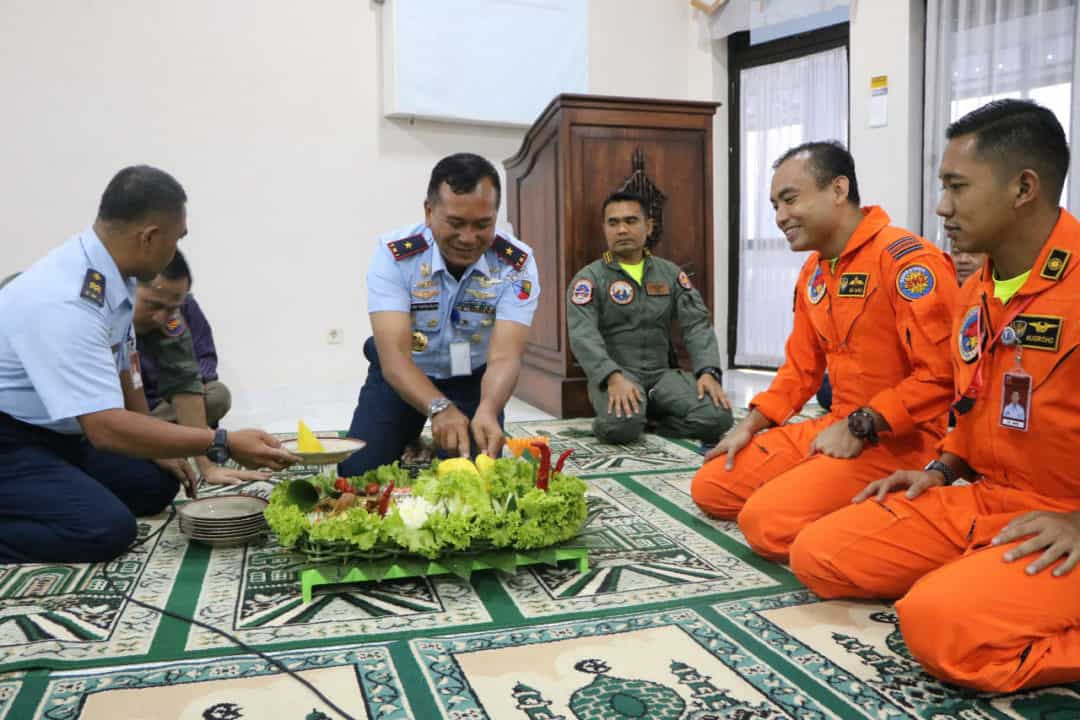 Siswa Instruktur Penerbang A-81Laksanakan Latihan Terbang Malam