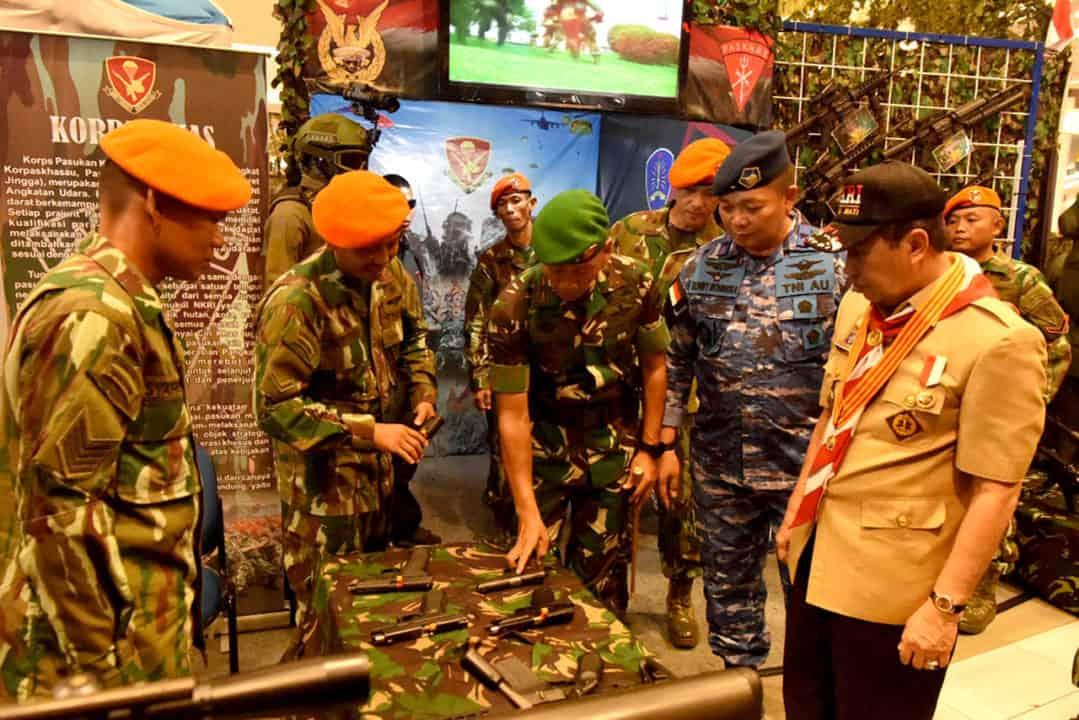 Gubernur Riau Kunjungi Stand Yonko 462 Paskhas