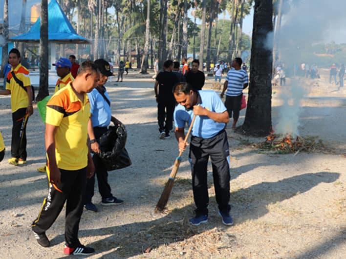 Bersama Lanud El Tari Peduli Lingkungan Tetap Bersih