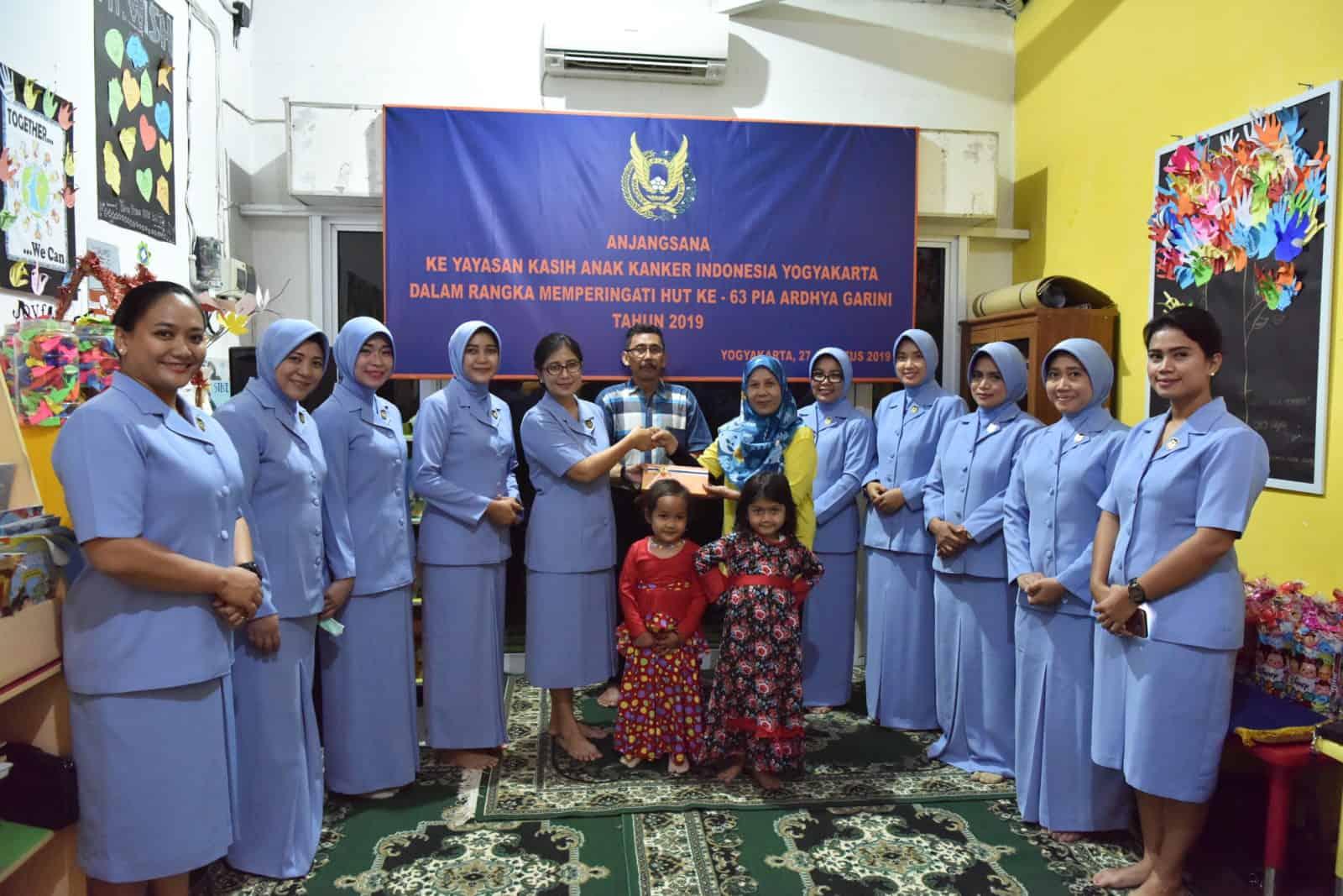 PIA AG Cab.2/G.II Lanud Adisutjipto Kunjungi Anak Penderita Kanker di YKAKI
