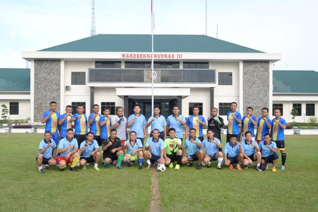 Perwira Tni Angkatan Udara Medan Jalin Kebersamaan Di Lapangan Sepak Bola