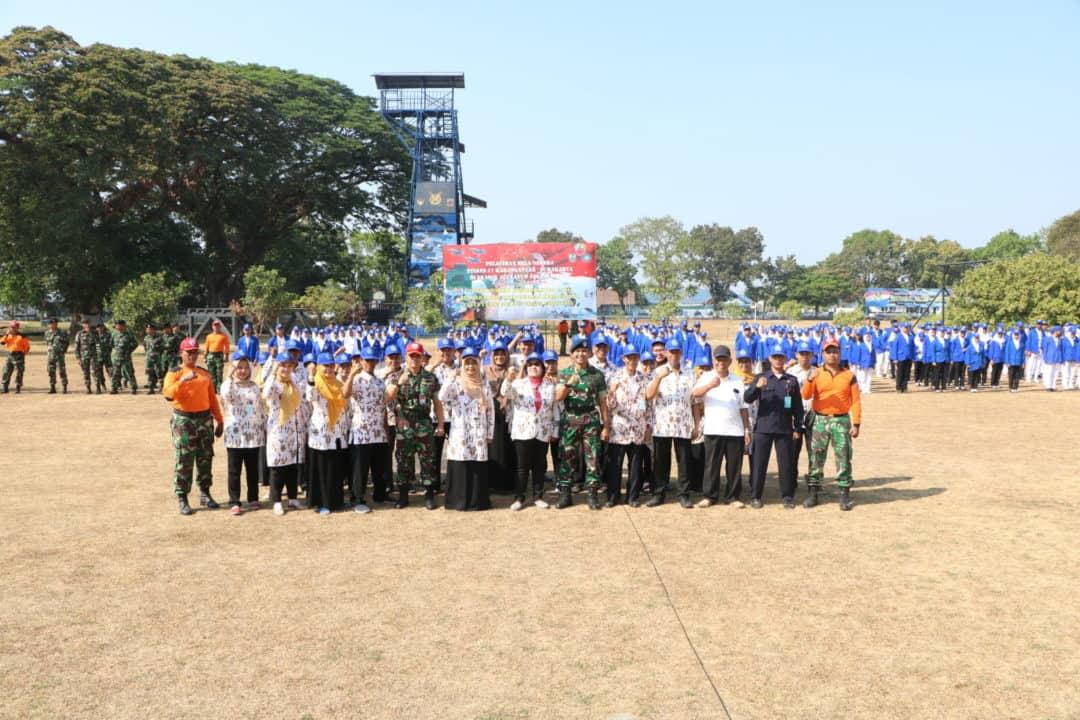 Latihan Bela Negara Mahasiswa Stikes 17 Karanganyar di Lanud Adi Soemarmo