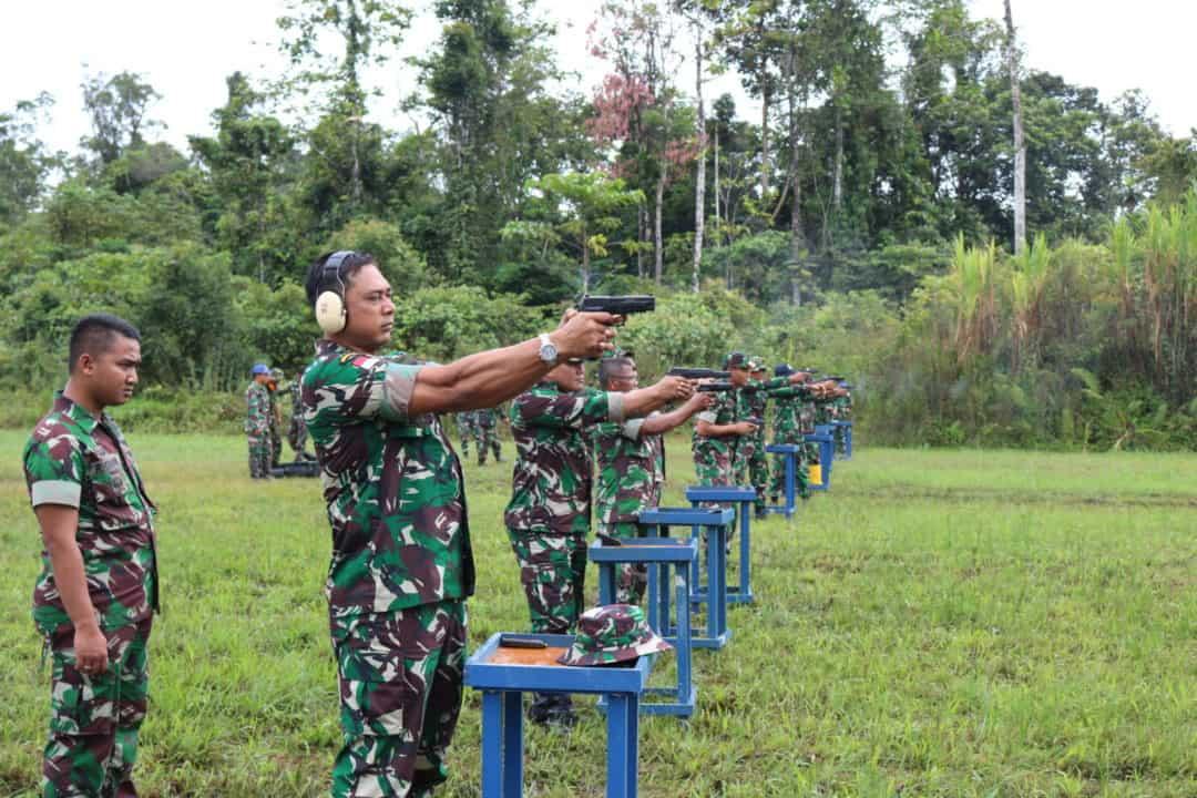 Latihan Menembak Di Lanud Yohanis Kapiyau Timika