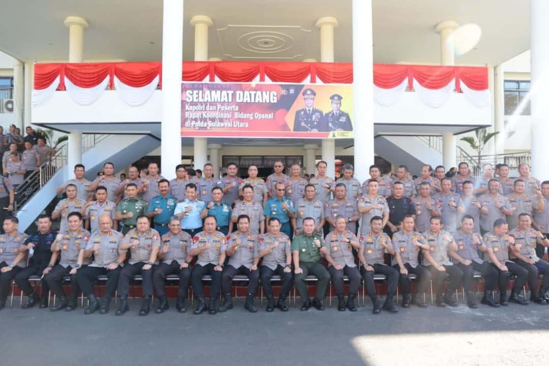 Kepala Kepolisisan Ri ( Kapolri), Pimpin Apel Bersama Di Polda Sulut.