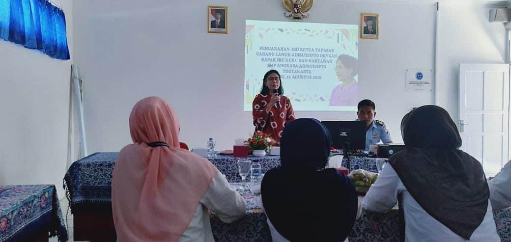 Pengarahan dan motivasi Upgrading Guru Karyawan SMP Angkasa Adisutjipto