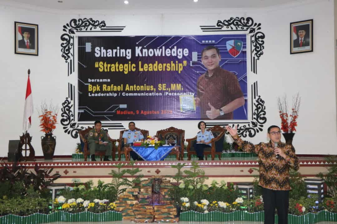 Sharing Knowledge Strategic Leadership oleh Rafael Antonius di Lanud Iswahjudi
