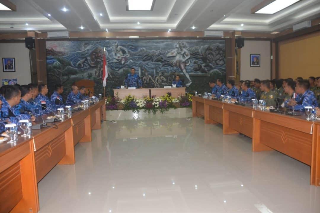 Exit Briefing Pangkoopsau II Kepada Aircrew Lanud Abdulrachman Saleh