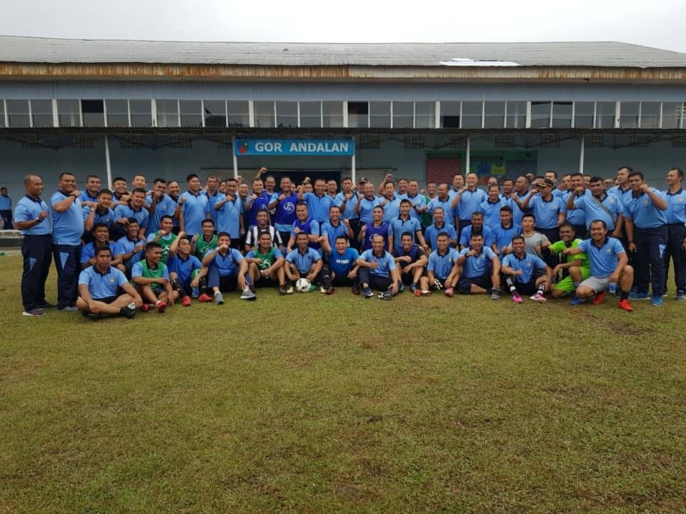 Perwira Lanud Rsn Jalin Persahabatan di Lapangan Bola
