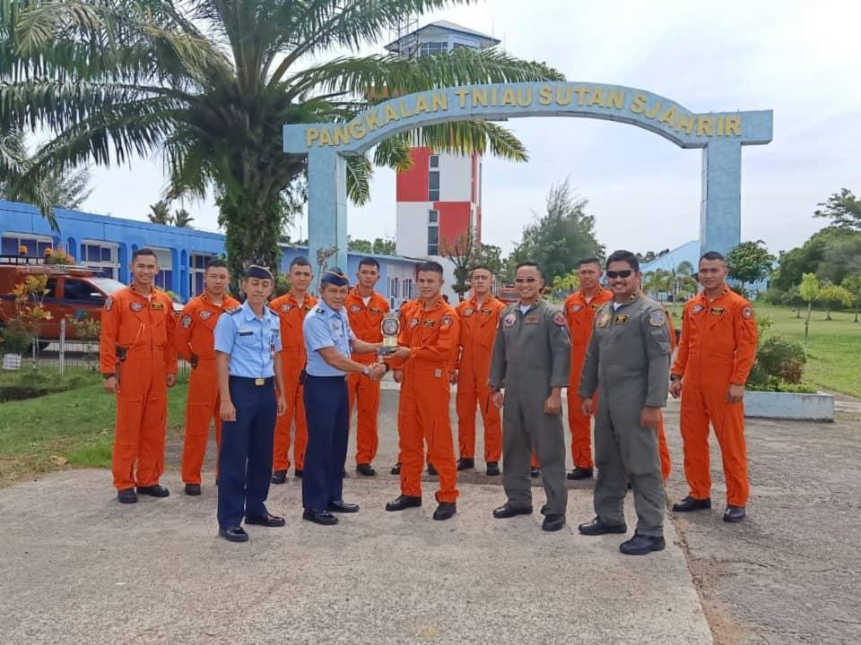11 Orang Siswa Seknav Angkatan 13 TNI Angkatan Udara Berkunjung Di Lanud Sutan Sjahrir