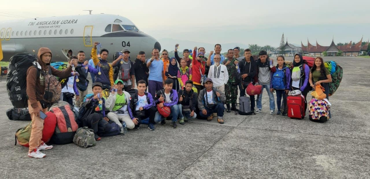 Atlit Fasida Provinsi Sumatera Barat Ukir Prestasi Pada Kejuaraan Paralayang di Manado
