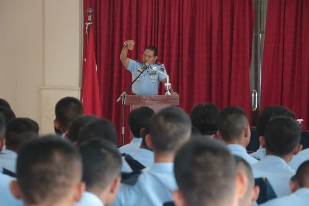 Gubernur Aau Isi Jam Komandan