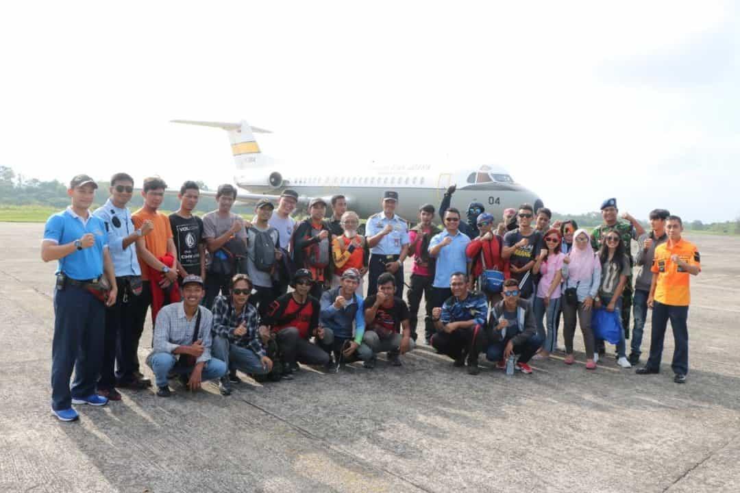 Komandan Lanud Sutan Sjahrir Lepas 25 Atlit Mengikuti Kejuaraan Paragliding Accuracy Asian Cup 2019 Di Timbis Nusa Dua Bali.