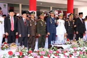 Sang Merah Putih Menari-Nari Menghiasi Langit Kota Padang Pada Upacara HUT Ke-74 Kemerdekaan RI
