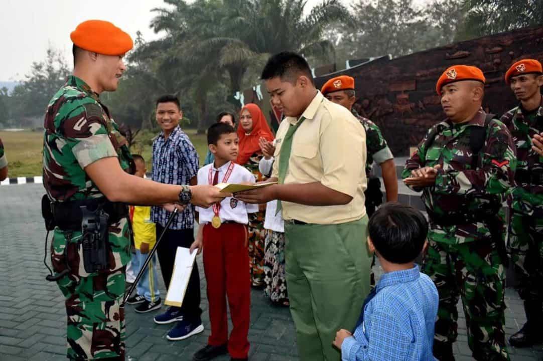 Danyonko 462 Paskhas Memberikan Penghargaan Putra/Putri Prajurit Berprestasi