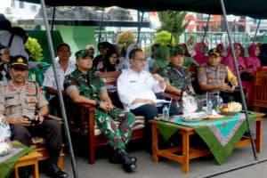DANLANUD WIRIADINATA BERSAMA KETUA PIA ARDHYA GARINI CAB. 7/ D.I HADIRI GIAT PENCANANGAN BAKTI TNI KB KESEHATAN TERPADU TAHUN 2019