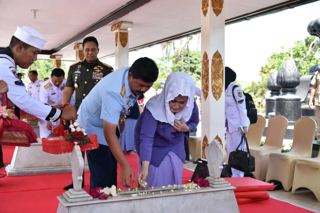 Panglima TNI Ziarah ke Makam Jenderal Sudirman Jelang HUT ke-74 TNI