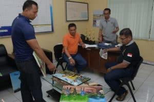 Danlanud RHF diwakili oleh Kadispers Serahkan Piala Lomba Lukis Tingkat SMA/SMK dalam Rangka HUT ke-74 TNI