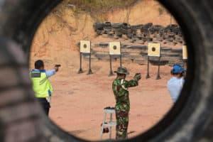 Prajurit Lanud RHF dan Satrad 213 Latihan Menembak
