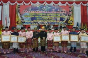 Danlanud RHF Terima Penghargaan pada Rapat Paripurna Istimewa HUT ke-17 Provinsi Kepri