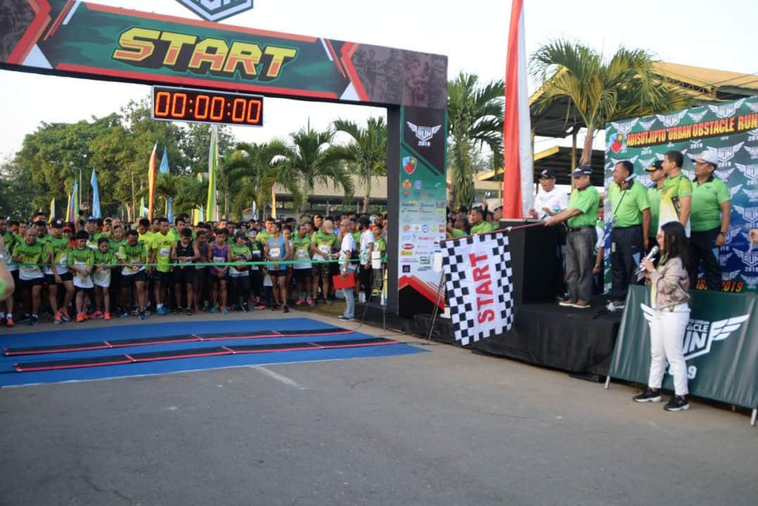 Ribuan peserta dan pengunjung padati event Adisutjipto Urban Obstacle Run 2019