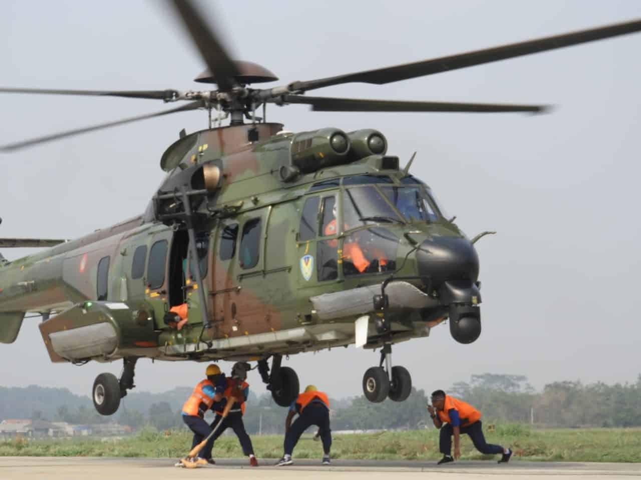 Skadron Udara 8 Lanud Atang Sendjaja Gelar Latihan Giant Flag Underslung Operation
